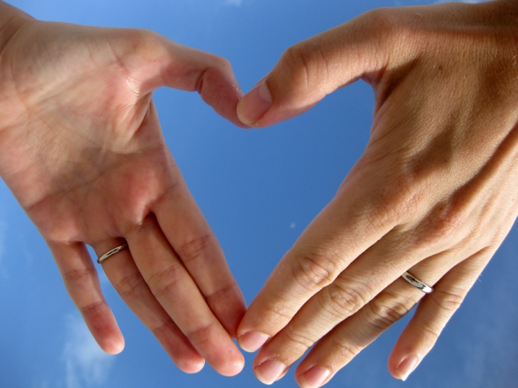 Two_left_hands_forming_a_heart_shape